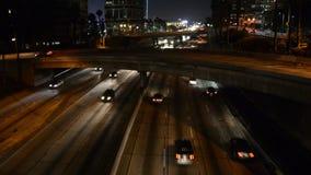 Tráfico de la noche en Los Ángeles céntrico metrajes