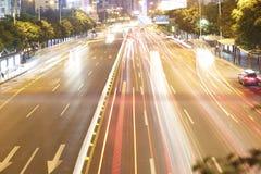 Tráfico de la noche en Shenzhen fotografía de archivo