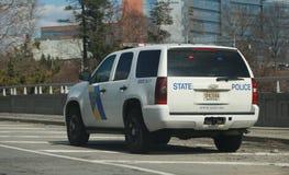 Tráfico de la policía del estado en una carretera Crucero de la policía - Imagen foto de archivo