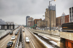 Tráfico de la tarde en Pittsburgh, Pennsylvania foto de archivo libre de regalías