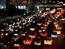Tráfico de la tarde en un camino congestionado foto de archivo