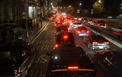Tráfico de la tarde, luces de la ciudad de Londres Fotos de archivo libres de regalías