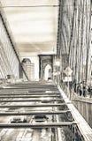 Tráfico de New York City sobre el puente de Brookyn fotos de archivo libres de regalías