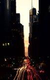 Tráfico de Nueva York, en la oscuridad Imagen de archivo