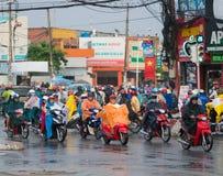 Tráfico de Saigon en lluvia Fotos de archivo