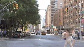 Tráfico de Timelapse en Broadway almacen de metraje de vídeo