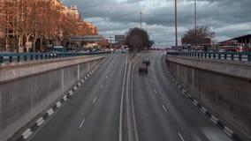 Tráfico de Timelapse en la ciudad de Madrid metrajes