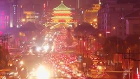 Tráfico de Xi'an en la noche, China almacen de metraje de vídeo