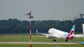 Tráfico del aeropuerto de Düsseldorf metrajes