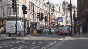 Tráfico del atasco en las calles de Londres en un día de verano metrajes