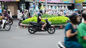 Tráfico del ciclomotor en Ho Chi Minh City Daytime - Vietnam céntricos metrajes