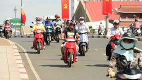 Tráfico del ciclomotor en Ho Chi Minh City Daytime - Vietnam céntricos almacen de video