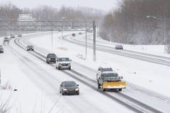 Tráfico del invierno en la autopista Foto de archivo libre de regalías