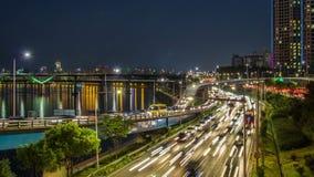 Tráfico del puente de la carretera de la ciudad de Seul metrajes