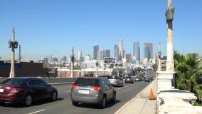 Tráfico del puente en Los Ángeles céntrico almacen de video