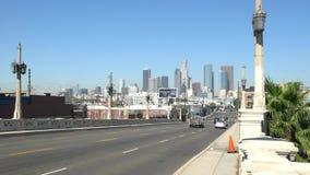 Tráfico del puente en Los Ángeles céntrico almacen de metraje de vídeo