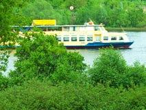 Tráfico del río imagenes de archivo