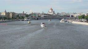 Tráfico del río de Moscú almacen de video