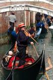 Tráfico duro en los canales de Venecia, Italia imagen de archivo libre de regalías