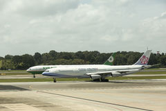 Tráfico en el aeropuerto internacional de Singapur Changi Foto de archivo libre de regalías
