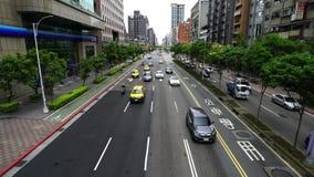 Tráfico en el camino en Taipei, Taiwán metrajes