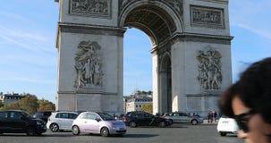 Tráfico en el lugar Charles De Gaulle Paris France metrajes
