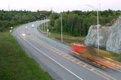 Tráfico en el movimiento en Major Highway Imágenes de archivo libres de regalías