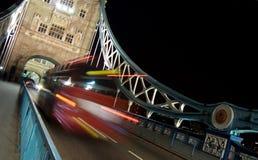 Tráfico en el puente de la torre Fotografía de archivo libre de regalías
