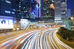 Tráfico en Hong Kong en la noche Imágenes de archivo libres de regalías