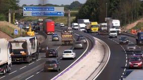 Tráfico en la autopista sin peaje Manchester 4K de la autopista M6 metrajes