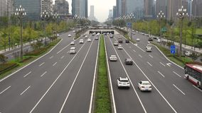 Tráfico en la avenida de Tianfu en Chengdu metrajes