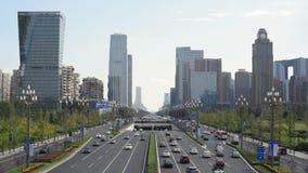 Tráfico en la avenida de Tianfu en Chengdu almacen de metraje de vídeo
