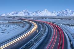 Tráfico en la carretera en tiempo de mañana Imagen de archivo