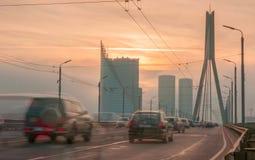 Tráfico en la ciudad de Riga Fotos de archivo libres de regalías