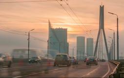 Tráfico en la ciudad de Riga Imagen de archivo libre de regalías