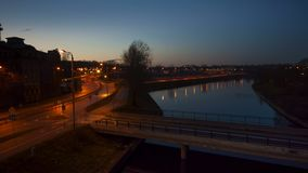 Tráfico en la ciudad de Riga almacen de metraje de vídeo