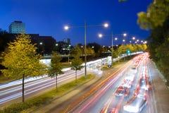 Tráfico en la noche Fotografía de archivo libre de regalías