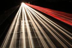 Tráfico en la noche Imagenes de archivo
