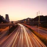 Tráfico en la noche imagen de archivo libre de regalías