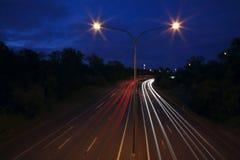 Tráfico en la noche Foto de archivo libre de regalías