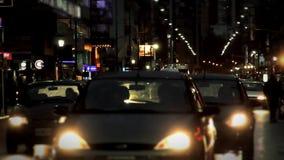 Tráfico en la noche lluviosa de Buenos Aires metrajes