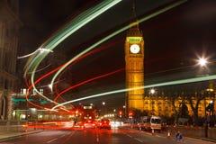 Tráfico en la noche Londres Foto de archivo libre de regalías