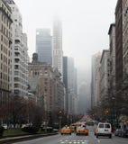 Tráfico en la Quinta Avenida, Nueva York Foto de archivo libre de regalías
