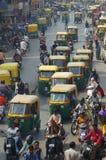 Tráfico en las calles de la India Foto de archivo libre de regalías