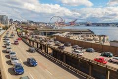 Tráfico en manera de Alaska en Seattle, Washington, los E.E.U.U. fotografía de archivo libre de regalías