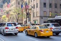 Tráfico en New York City imagenes de archivo