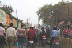 Tráfico en Varanasi, la India Imágenes de archivo libres de regalías