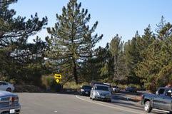 Tráfico hasta Big Bear California Imagen de archivo libre de regalías