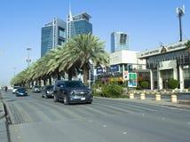 Tráfico ligero en la calle de Tahlia en Riad, fotos de archivo