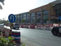Tráfico ligero en la calle de Tahlia en Riad, fotografía de archivo libre de regalías